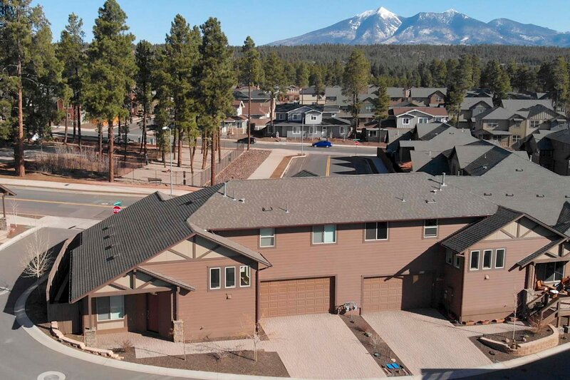 NEW! Tranquil Townhome ~ 3 Mi to Downtown & NAU!, holiday rental in Bellemont