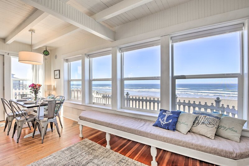 NEW! Beachfront Newport Cottage w/ Private Hot Tub, vacation rental in South Beach