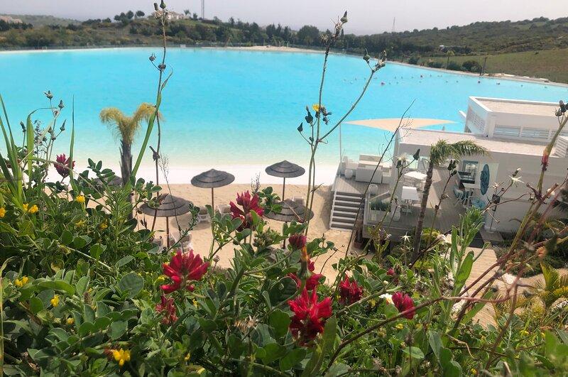 Stunning 3 Bed Apartment-Alcazaba Lagoon Estepona, vacation rental in Casares del Sol