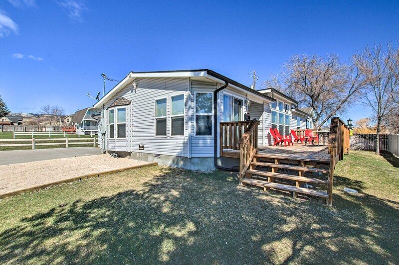Spacious Family Home w/Kayak + Deck, on Bear Lake!, aluguéis de temporada em Laketown