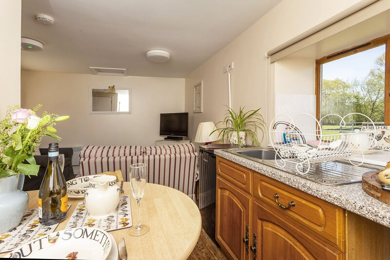 Farm End Cottage - Farm End Cottage, Sleeping 2 people, vacation rental in Badsey