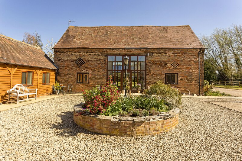 West Barn Cottage, vacation rental in Long Marston