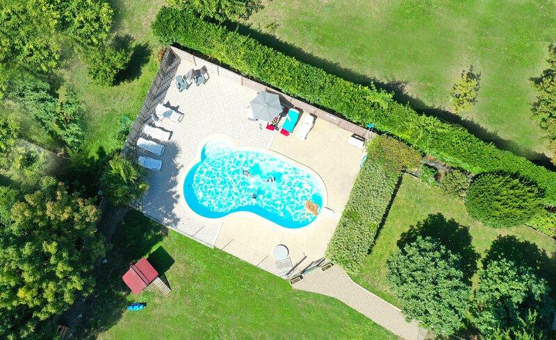 Cottage les Aigrettes avec piscine chauffée à 5kms de la plage., casa vacanza a Angles