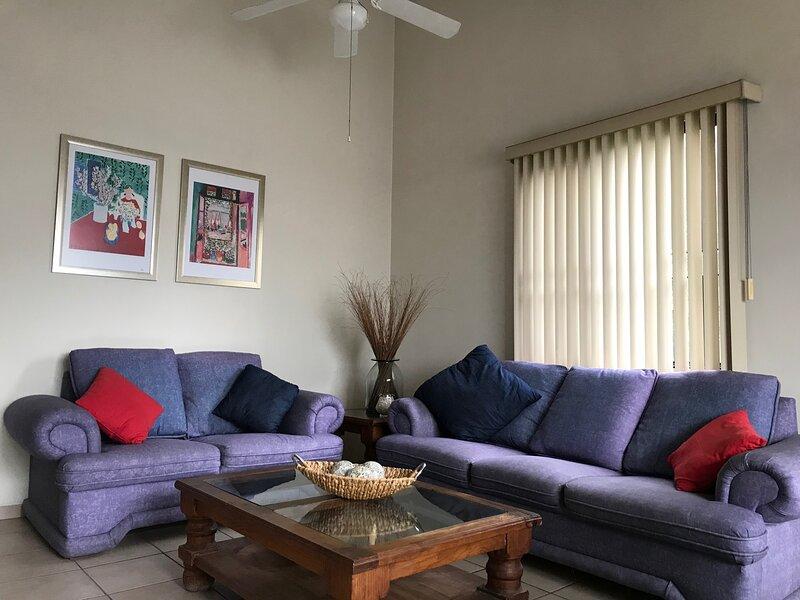 +MS  +Suite Amueblada +Alberca +Blvd  B  Quintana, holiday rental in Juriquilla