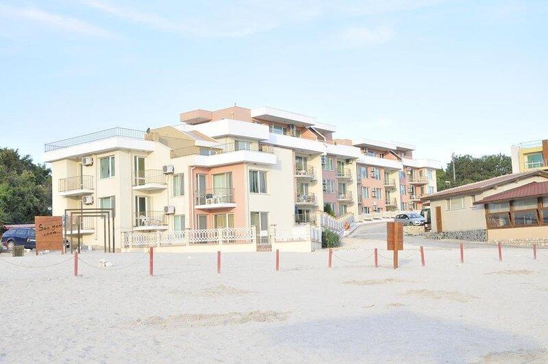 Luxury Apartment 25m away from the Beach, Ikantaluka Peninsula, location de vacances à Kamen Bryag