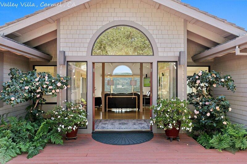 Extrodinary 4 Bedroom 3 and half bath with Sweeping Views, alquiler de vacaciones en Salinas