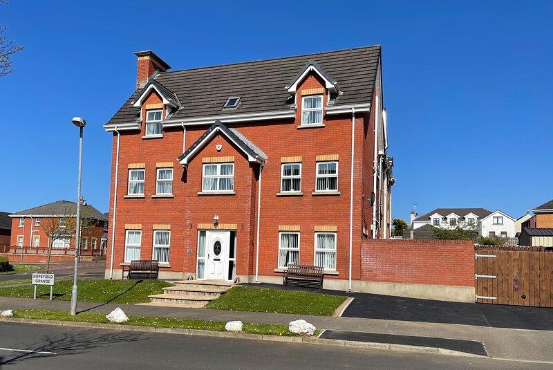 The Grange, Portrush (Sleeps 13) 8 Beds - Luxury Portrush Holiday Homes, location de vacances à Portrush