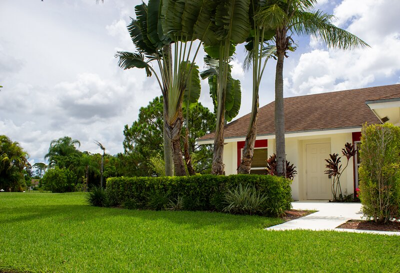Quiet Cul-de-sac Home In Tropical Park Setting (near WEF and community pool), holiday rental in Loxahatchee