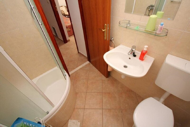 A2 Damira (4+1): bathroom with toilet