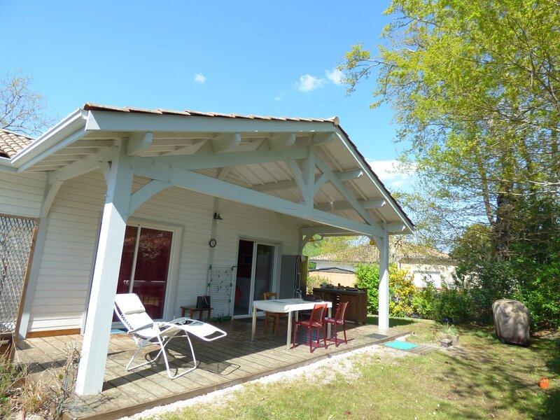 MAISON AVEC JARDIN POUR 8 PERSONNES, location de vacances à Cazaux