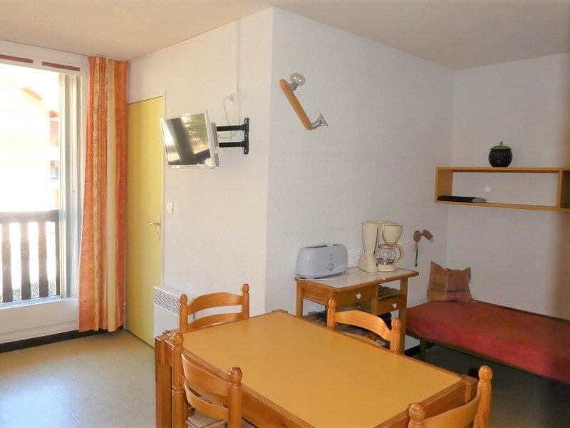 Appartement 6 personnes pied des pistes 345A Les Aurans Réallon, holiday rental in Reallon