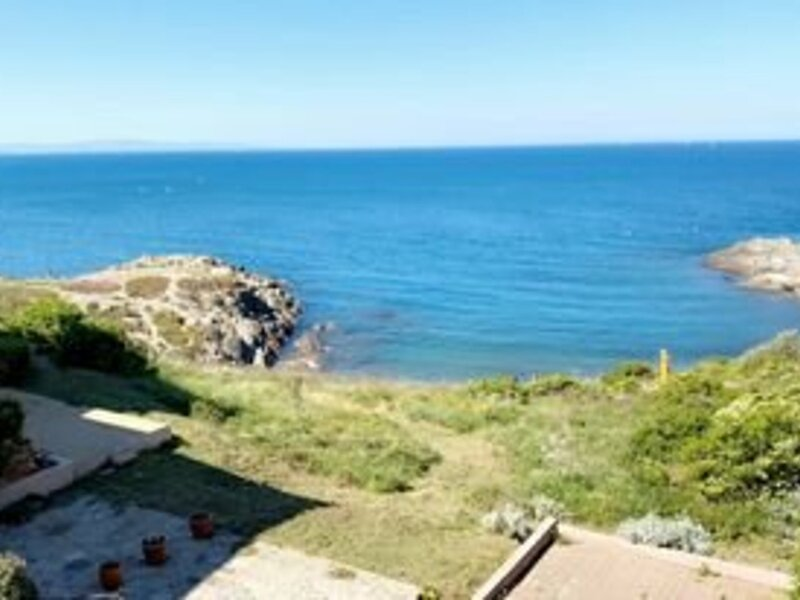 APPARTEMENT T3 EN DUPLEX POUR 6 PERSONNES AVEC VUE MER 6OLI142, holiday rental in Port-Vendres