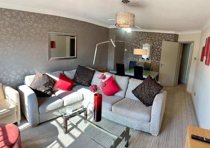 Park Court| 2 Bedrooms, 2 Bathrooms Apartment| Harrogate Town| 2 Parking Spaces, alquiler vacacional en Follifoot