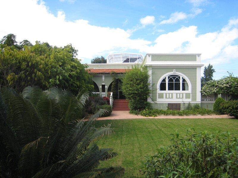 Amplia Villa de lujo con piscina climatizada, holiday rental in Marzagan