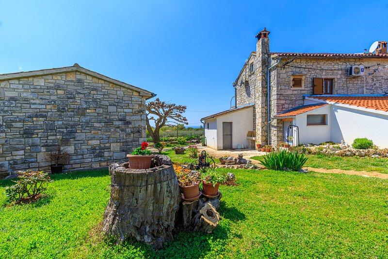 Honeymoon House Eufemia, holiday rental in Bale