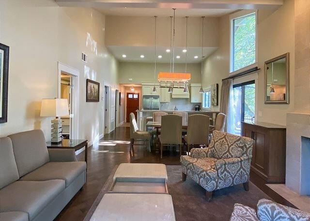 Silverado Luxurious Home I Patio Decks I Pool, Tennis & Spa, holiday rental in Vacaville
