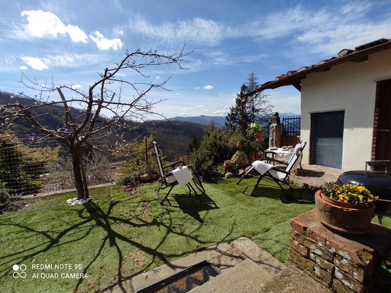 A fantastic and romantic stone house in the heart of Tuscany., vacation rental in Benabbio