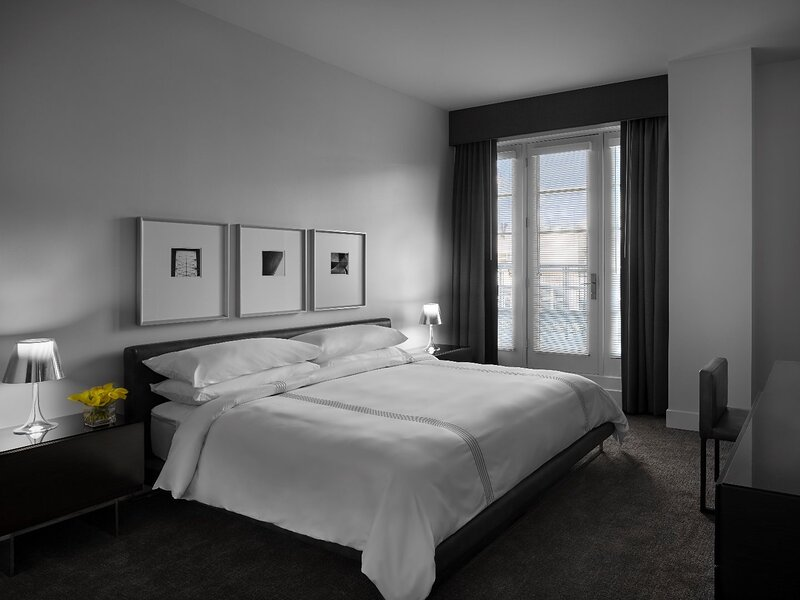 Brand new 1150 square foot penthouse suite with wraparound private balcony, location de vacances à Washington
