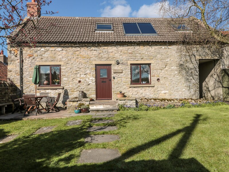 DAIRY HOUSE, pet-friendly, character holiday cottage, with a garden in, vacation rental in Pickering