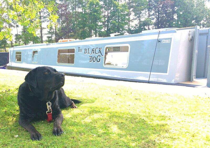 Black Dog Narrowboats - Modern Luxury Narrowboat Hire, holiday rental in Macclesfield