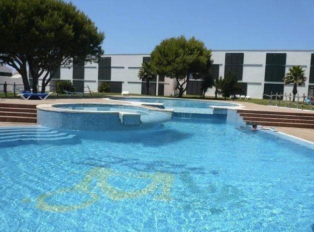 Apartamento a 60metros de la playa, 3 piscinas y jardines, alquiler vacacional en Cala'n Bosch