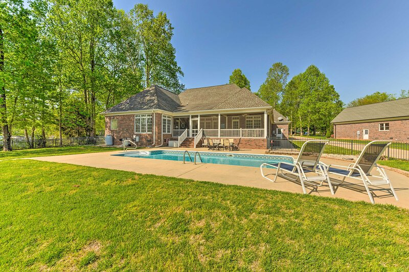 NEW! Lake Norman Waterfront Escape w/ Pool & Dock!, holiday rental in Denver