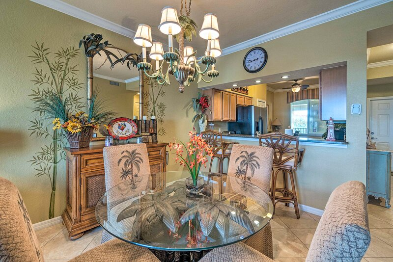 Dining Table | Breakfast Bar | Fully Equipped Kitchen