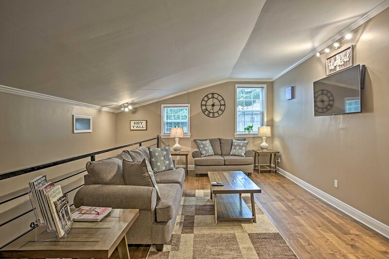 NEW! Mid-City NOLA Home; Walk to Canal St Trolley!, casa vacanza a Metairie