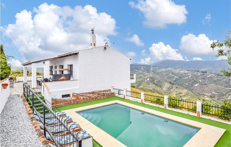 Nice home in Málaga with Outdoor swimming pool, WiFi and 3 Bedrooms (EAC538), holiday rental in Benamocarra