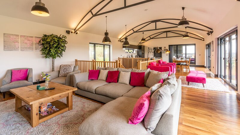Lower Lodge Barn, Alcester - sleeps 8 guests  in 4 bedrooms, location de vacances à Henley in Arden