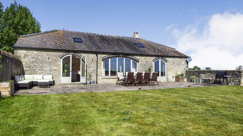 Oldbury Barn - Fantastic barn conversion in a quiet hamlet with stunning views,, alquiler vacacional en Cheltenham