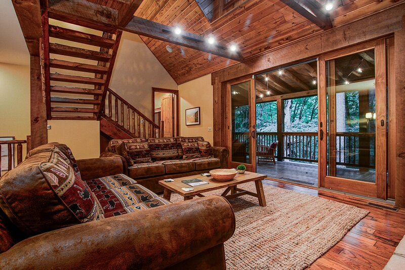 Cozy Cabin in the Woods, holiday rental in Burnsville