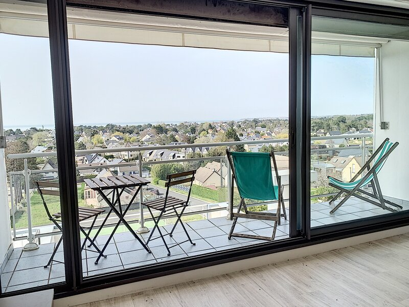 Superbe vue mer. Appartement refait à neuf de 5 couchages avec tennis privé et, holiday rental in Champeaux