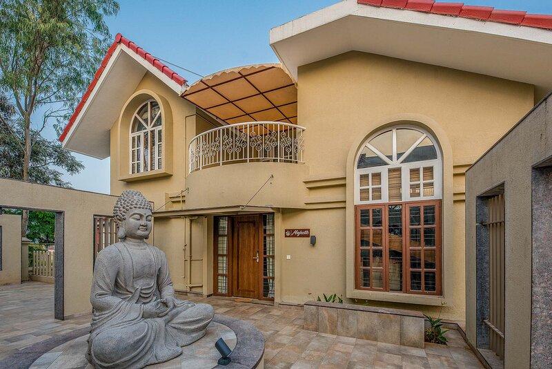 Marigold Villa by Vista Rooms, alquiler vacacional en Bhukum
