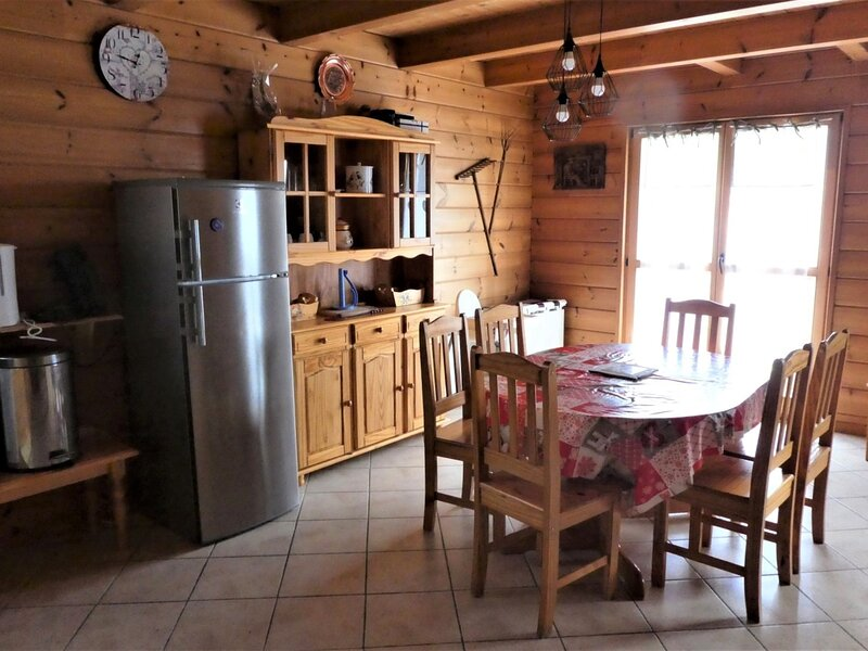 Chalet de montagne tout confort 8 personnes AIG2, holiday rental in Puy-Sanieres