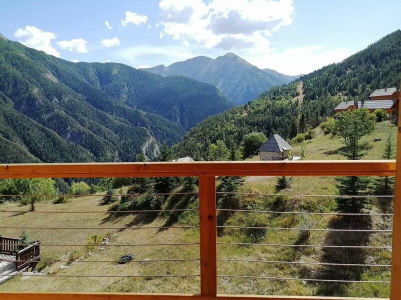 Chalet neuf 4 chambres 10 personnes, terrasse sud et très belle vue montagne, holiday rental in Uvernet-Fours