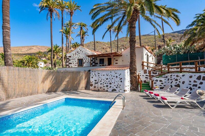 Holiday cottage with private pool in Santa Lucía, vacation rental in Santa Lucía de Tirajana