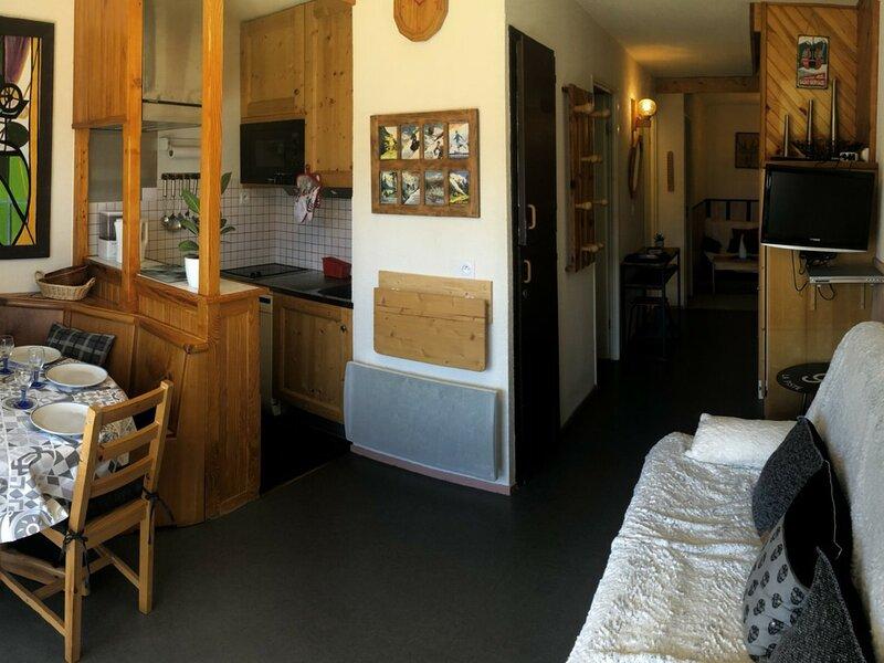 Appartement 2 pièces cabine coin nuit pour 6 personnes situé dans un secteur, aluguéis de temporada em Saint-Nicolas-de-Veroce