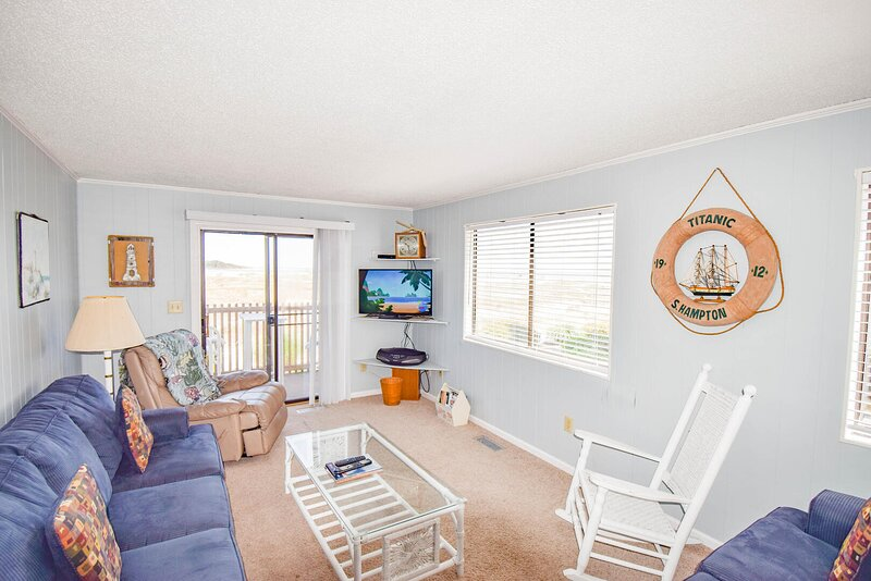 Inlet Point Villas Unit 2A! OceanView 2 Bedroom Condo in Cherry Grove!, holiday rental in Little River