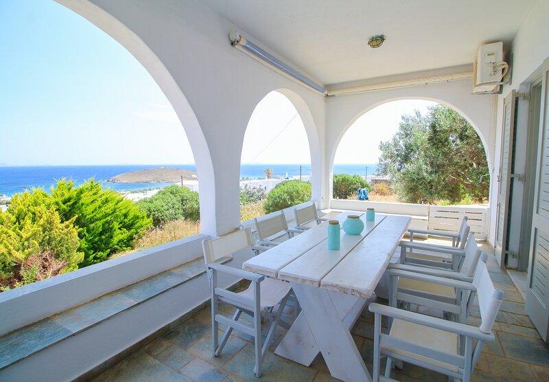 Villa with View of Agios Ioannis, location de vacances à Laouti