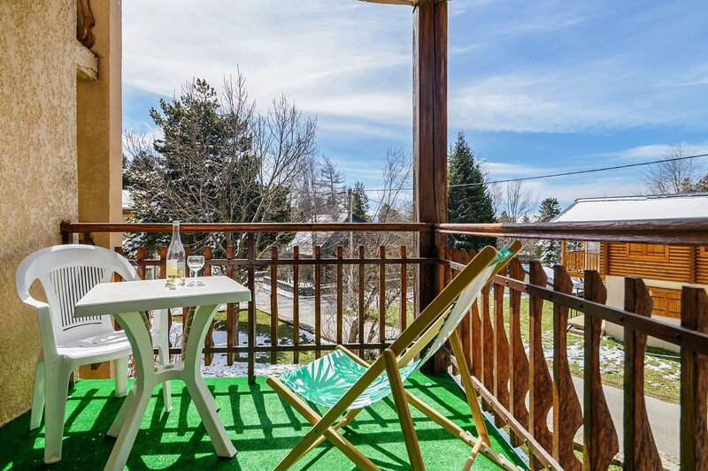 Apartment with mountain view, holiday rental in Fontpedrouse