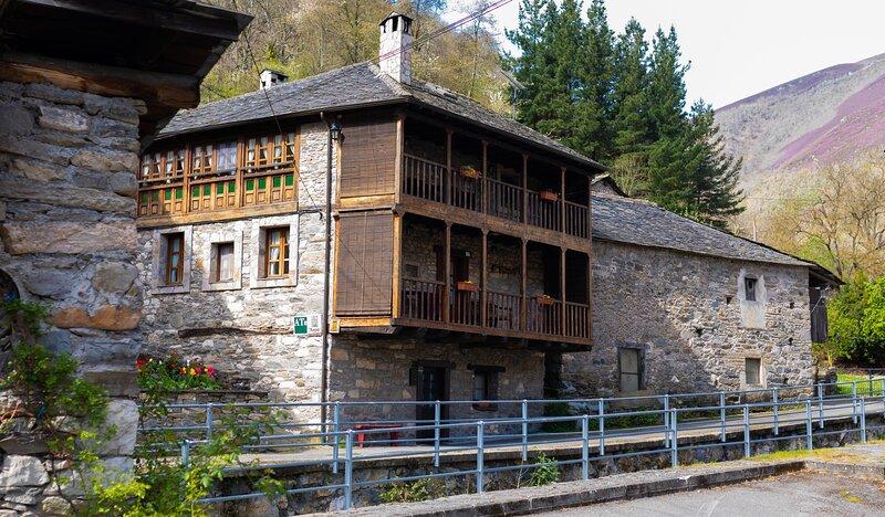 Casa Xepo. Apto El Rebocho, alquiler de vacaciones en Siero