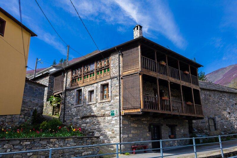 Casa Xepo.Apto El Cueto, alquiler de vacaciones en Siero