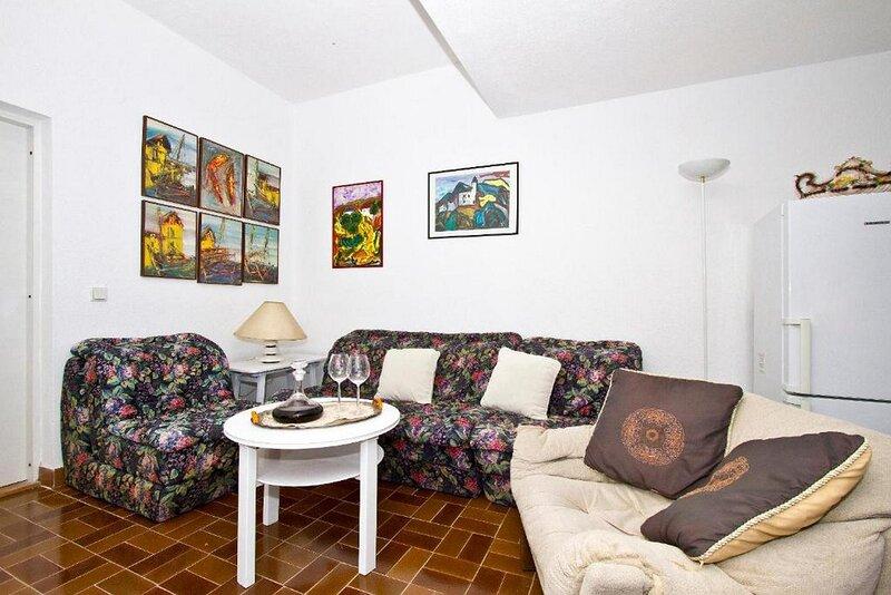 Apartment Violet -One bedroom Apartment, casa vacanza a Stomorska