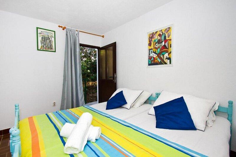 Standard Double Bedroom Violet, casa vacanza a Stomorska