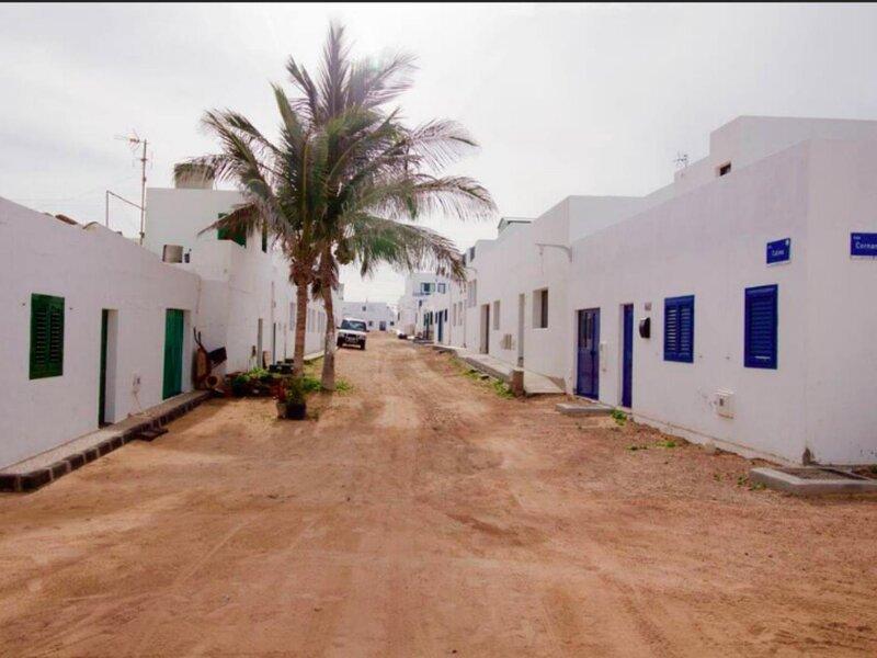 La Graciosa house patio and terrace sea view, alquiler de vacaciones en Caleta de Sebo