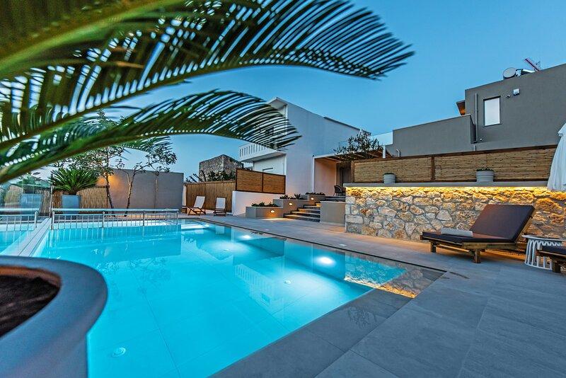 Exceptional modern villa,Private pool,Near amenities,Beach,Rethymno, holiday rental in Kato Valsamonero