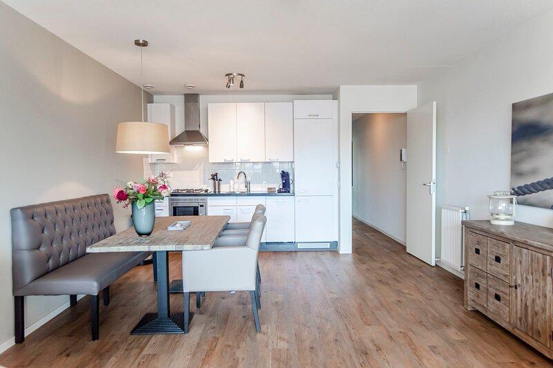 Spacious and luxurious ground flloor apartment - Kaag Resort (6), vakantiewoning in Leiden