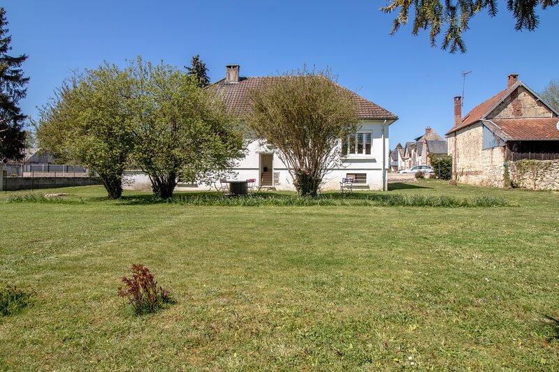 La Lizienne - jolie maison 3 chambres avec jardin - Lizy, holiday rental in Chauny