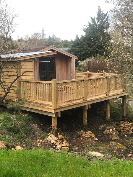 Luxury Timber Lodge with treetop decking, vacation rental in Minera